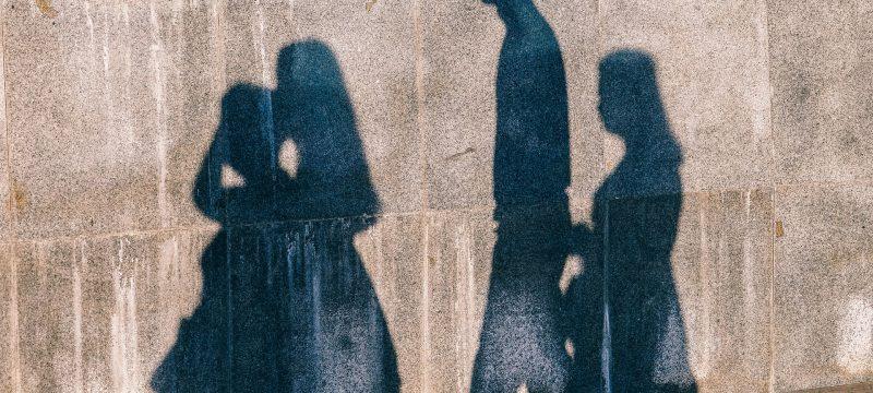 Vorhang auf für die Schattenseiten des Lebens